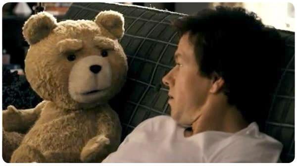 Ted: Mark Wahlberg y su osito de peluche 3