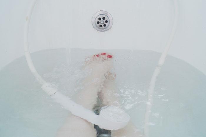 La ventaja de ducharse de noche