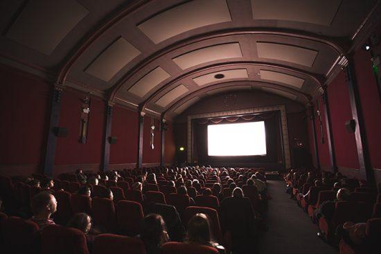 Ir al cine en la primera cita, el plan perfecto 1