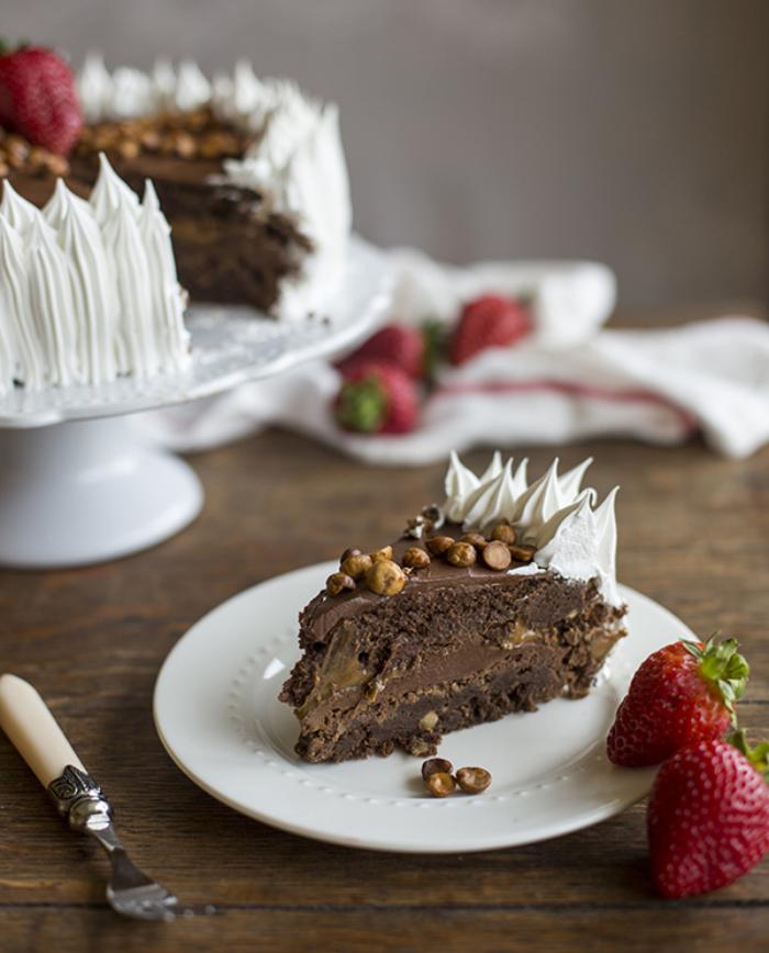 Torta de brownie, nutella, manjar y avellanas de La Berlín, deliciosa artesanía dulce 1