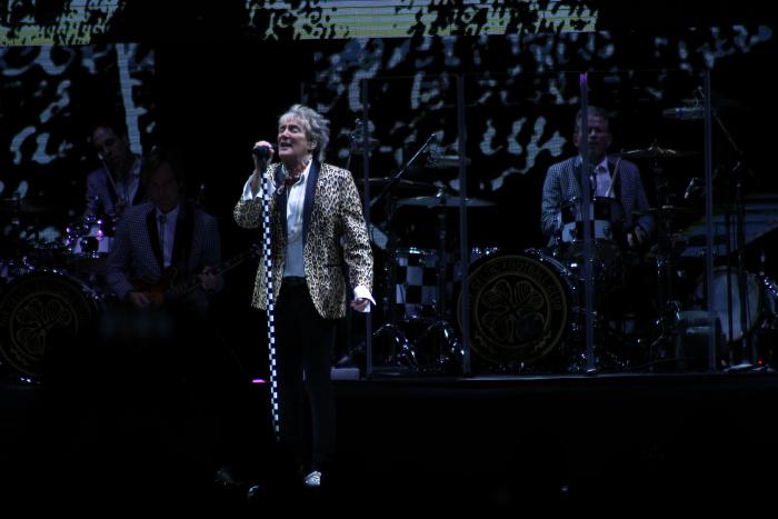 La alegría del concierto de Rod Stewart a Chile 2