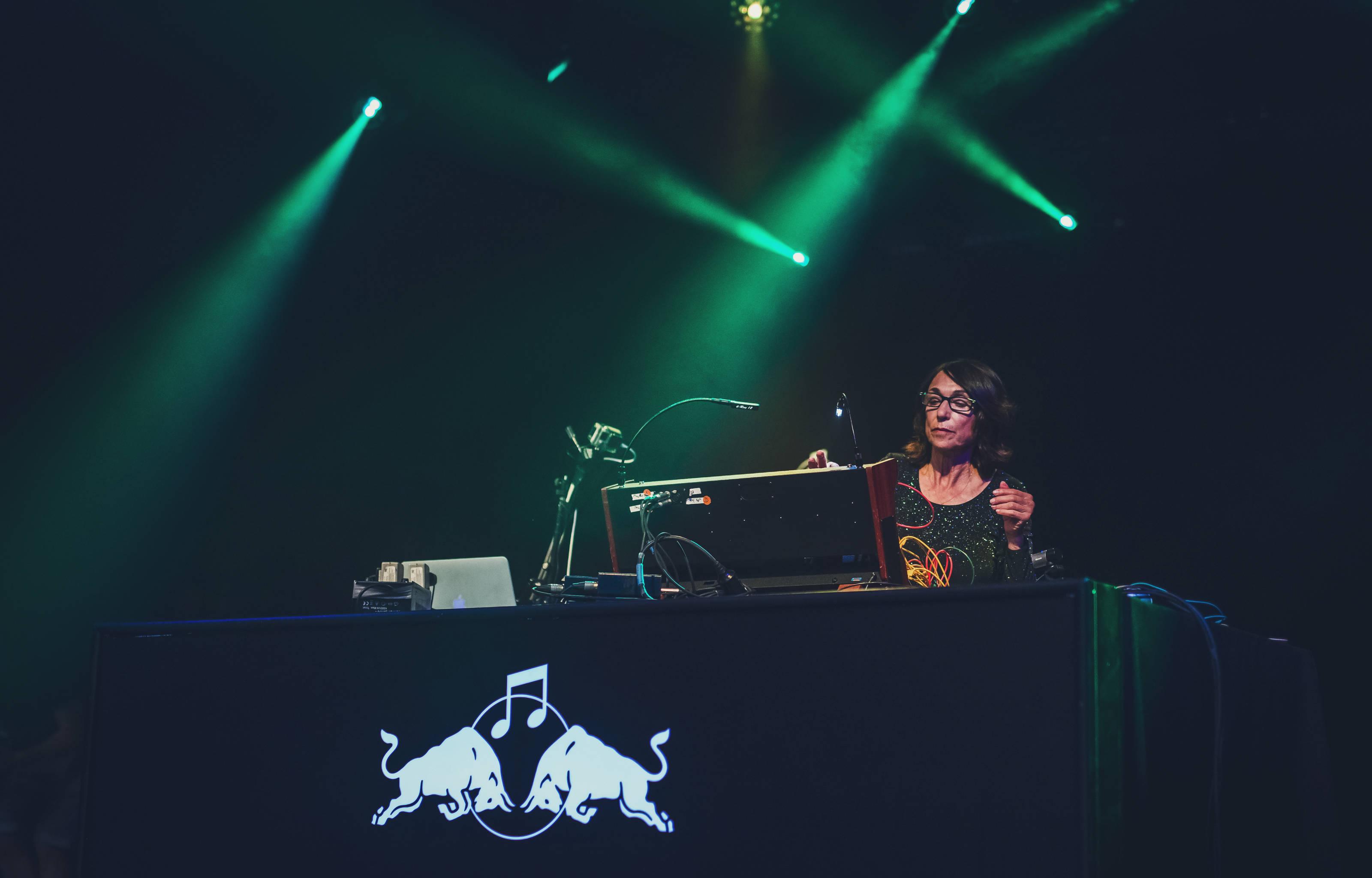 THEATRONICS: mujeres y electrónica en Red Bull Festival Santiago 1