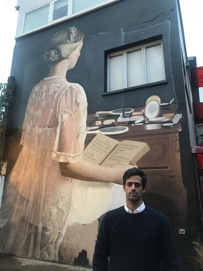 Javier Barriga inaugura nuevo misterioso mural en Teatro Mori 2