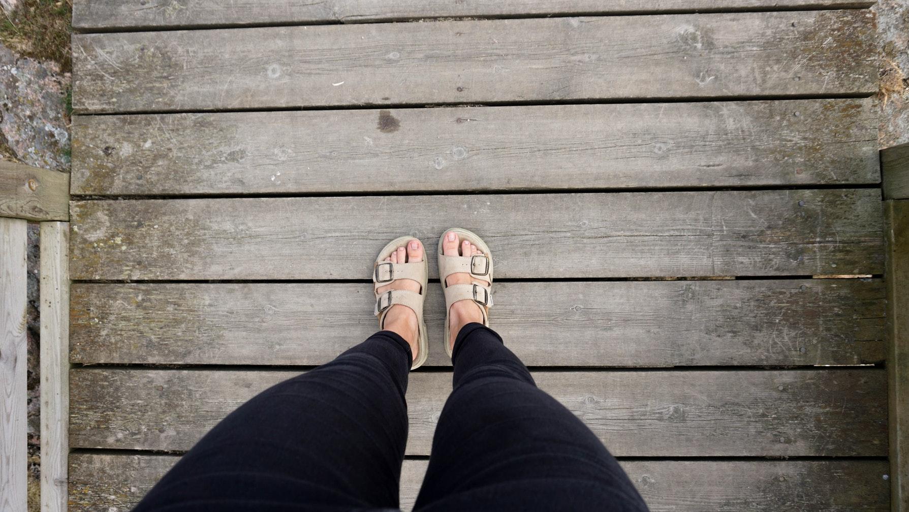La tendencia de las sandalias estilo Birkenstock 1