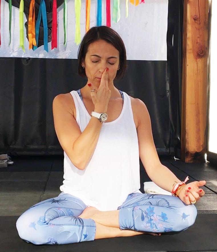 4 Posturas de Yoga para calmar el estrés 6