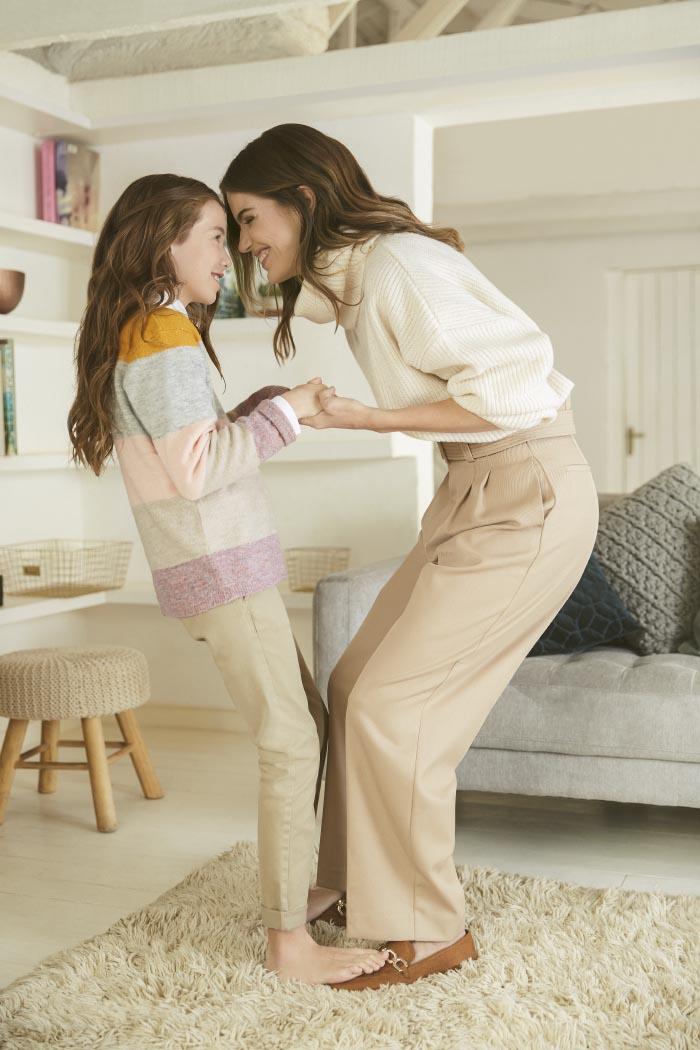 Millaray Viera con su hija PARA H&M