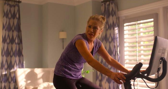 Dead to me (nueva serie de Netflix): el duelo, la culpa y una relación de amigas sumamente complicada 5
