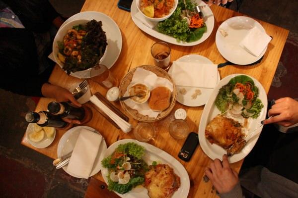 Juntarse a almorzar: lo bueno y lo fome 1