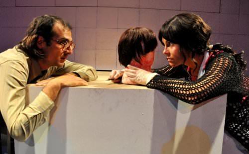 Ángel a Martillazos: el caso de los niños Rojo al teatro 9