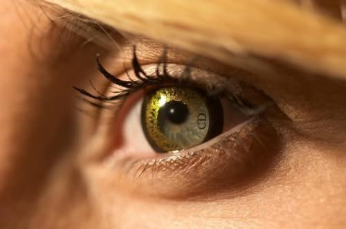 Lo nuevo de John Galliano: lentes de contacto Dior 3