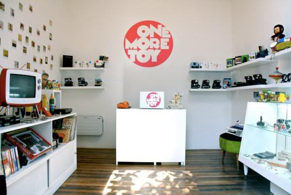 One More Toy: Polaroids, Atari y otros objetos del recuerdo 3