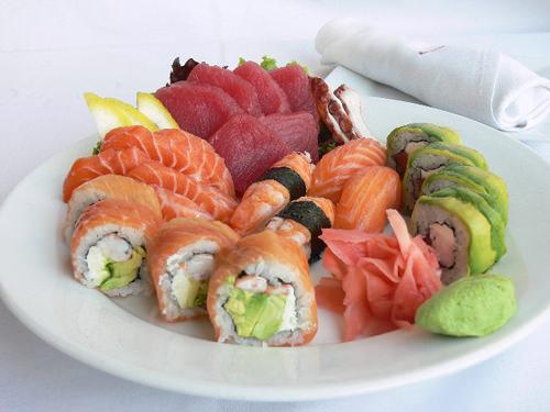 LUN/11/04 Sushi Bar con Dj en Vivo 1