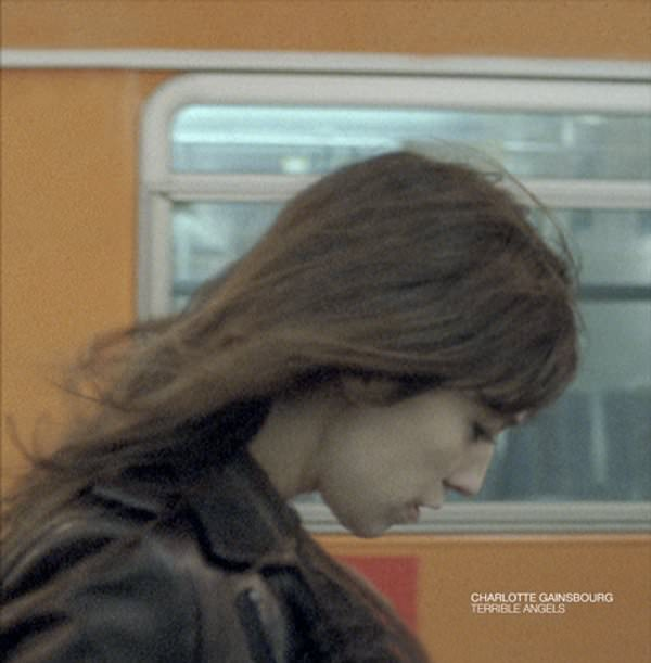 Charlotte Gainsbourg y su oscura Terrible Angels 1