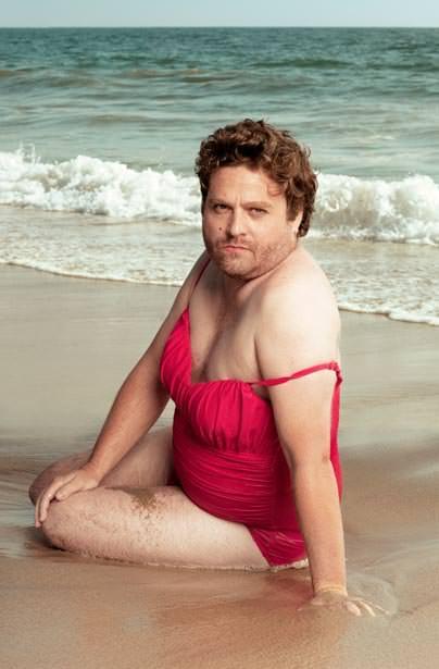 Galifianakis en traje de baño para Vanity Fair 1